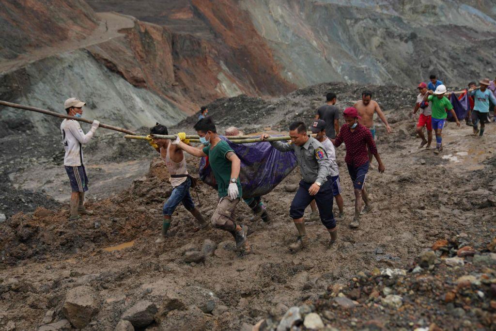 Plaz blata pod seboj pokopal več kot 160 ljudi