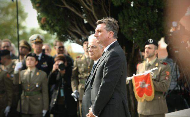 Sergio Mattarella in Borut Pahor sta se pred štirimi leti v Doberdobu poklonila padlim slovenskim vojakom v prvi svetovni vojni. Foto Jure Eržen/Delo