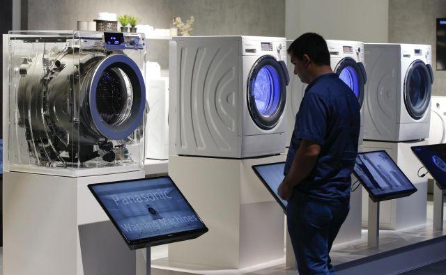 Podjetja pilotno razvijajo izdelke, ki bodo imeli precej daljšo življenjsko dobo in jih bo mogoče obnavljati, ter izdelke, ki bi bili primerni za souporabo. FOTO: Fabrizio Bensch/Reuters