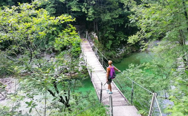 Krajinski park Zgornja Idrijca ponuja pohodnikom čudovito kuliso.FOTO: Anja Intihar