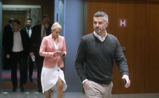 Predsednika Knovsa Matjaža Nemca (SD) sta koalicijski poslanki, članici komisije, obtožili zavajanja. FOTO: Blaž Samec/Delo