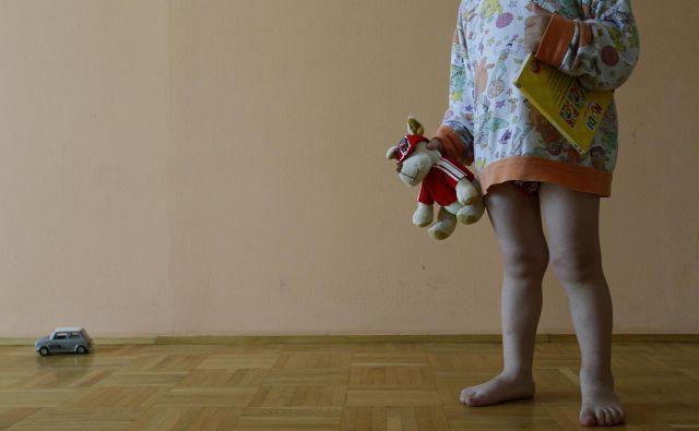 Z novim zakonom želijo izboljšati zaščito otrok, ki se znajdejo v kazenskih postopkih, posebno tistih, ki so žrtve spolnih zlorab. FOTO: Blaž Samec/Delo