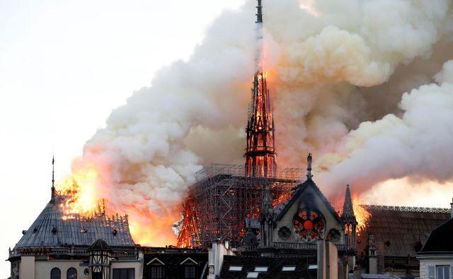 V notredamski katedrali je zagorelo 14. aprila lani nekaj čez sedmo uro zvečer.Foto: Benoit Tessier Reuters Pictures