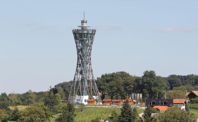 53,5 metra visok posebnež v Dolgovaških goricah FOTO: Jože Pojbič/Delo