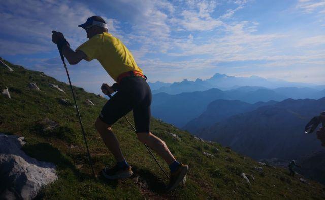Vzpon na Prehodavce in spust mimo Triglavskih jezer je hitro minil, je pred dnevom in pol na facebooku poročal Marjan Zupančič. FOTO: Alpe Adria Trail Cup