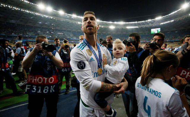 Kapetan Real Madrida Sergio Ramos je imel še en razlog več za veselje, saj sta s soprogo Pilar Rubio povečala družino za še četrtega sina. FOTO: Gleb Garanich/Reuters
