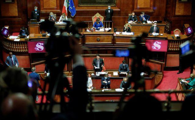 Za podaljšanje izrednih razmer je glasovalo 157 italijanskih senatorjev. FOTO: Remo Casilli/Reuters