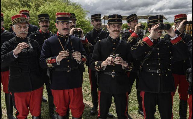 Film Romana Polanskega se začne januarja 1895 z Dreyfusovo javno degradacijo. Foto Promocijsko Gradivo
