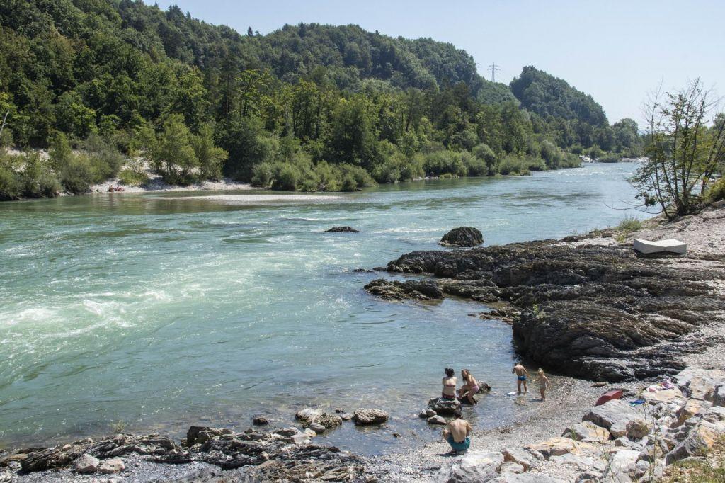 FOTO:Previdno ob ohlajanju v reki ali jezeru