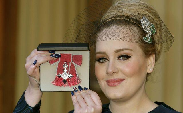 Adele Adkins ima idealno postavo, toda svet ji to zameri. FOTO: Pool Reuters Pictures