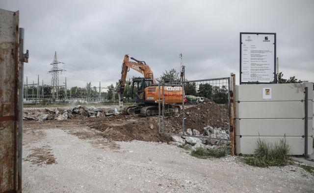 V neposredni bližini nakupovalnega centra Aleja in Celovških dvorov bo slovaški Corwin do konca leta 2021 zgradil stanovanjsko sosesko Kvartet. Foto Uroš Hočevar
