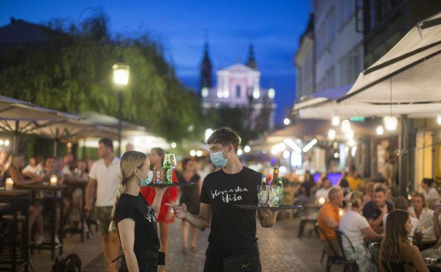 Ljubljano je še lani obiskalo rekordno število turistov, letos jih je le za vzorec. FOTO: Jure Eržen/Delo