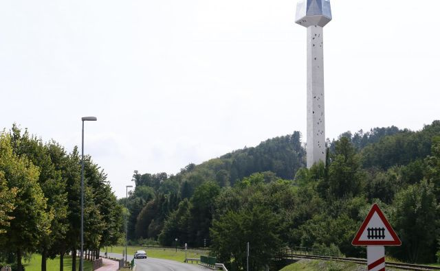 Stolp bi umestili ob vhodu v Rogaško Slatino, na območje nekdanjega mizarstva. Vse kaže, da bodo občani o usodi stolpa le odločali na referendumu. FOTO: arhiv občine Rogaška Slatina