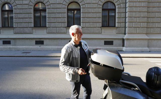 Minister za zdravje Tomaž Gantar je prepričan, da se bo zgodba z Desusom slabo končala, če bo stranko še naprej vodila Aleksandra Pivec. FOTO: Leon Vidic/Delo