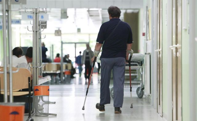 Analize, ki bi odgovorila, ali se je zdravje kroničnih bolnikov poslabšalo, ker je bilo obravnav v času epidemije manj, še ni. FOTO: Leon Vidic/Delo