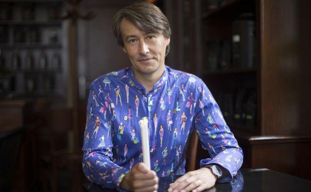 V teh dneh se kot umetniški vodja festivala Dnevi poezije in vina, ki bo med 26. in 29. avgustom, vrača na rodni Ptuj. FOTO: Jure Eržen