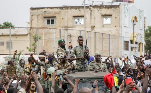 Malijski vojaki po zrušitvi predsednika Ibrahima Boubacarja Keïte<br /> Foto AFP