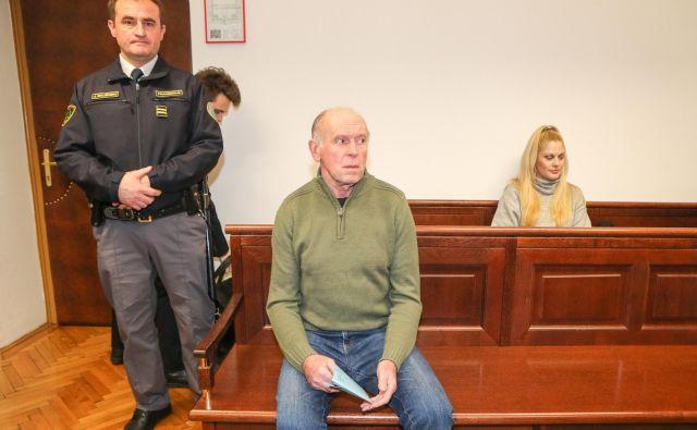 Na ponovljenem sojenju Jožetu Šercerju se ukvarjajo predvsem z vprašanjem njegove prištevnosti. FOTO Marko Feist/Delo