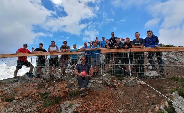 Storžič in njegova južna pobočja so v lasti kmetov iz Bašlja, ki tam pasejo ovce že nekaj desetletij. Živali so se najraje zadrževale prav na vrhu 2132 metrov visoke gore. FOTO: Jože Cuderman