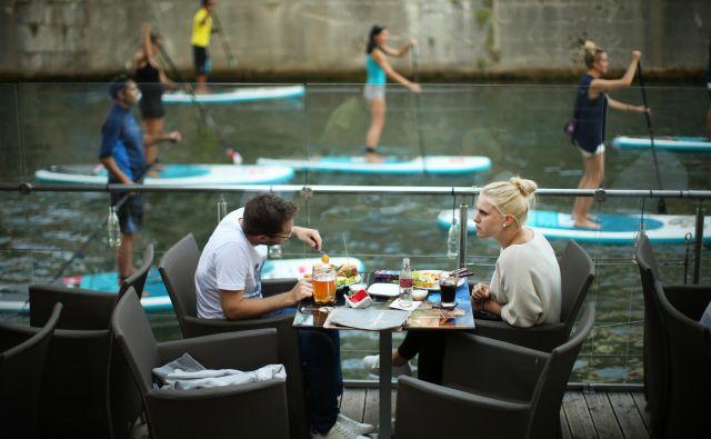 Veliko aktivnosti niti ne dojemamo kot rekreacijo, temveč kot del dopusta: sprehod, plavanje, supanje, snorkljanje... Foto Jure Eržen