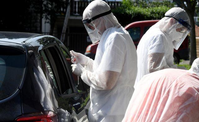 Vlada je sporočila, da so v četrtek v Sloveniji odkrili 38 novih okužb, ena oseba je umrla. FOTO: Denis Lovrović/Afp