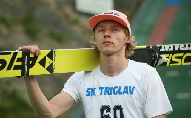Poljski smučarski skakalec Dawid Kubacki v domači Wisli tekmecem ni dopustil presenečenja. FOTO: Jure Eržen/Delo