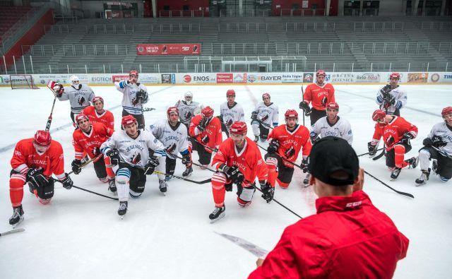 V hokejsko Podmežaklo se je vrnil duh zimskih dni. FOTO: Domen Jančič