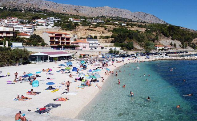 Zaradi porasta okužb v Splitu so številne države Hrvaško umaknile s spiska varnih držav. FOTO: Damir Sencar/AFP