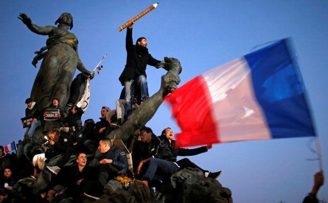 Javnost, ki se je januarja 2015 zbrala, da bi podprla satirični časnik Charlie Hebdo Foto Stephane Mahe/Reuters