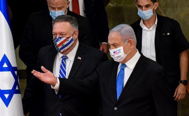 Ameriškega državnega sekretarja Mika Pompea je v Jeruzalemu gostil izraelski premier Benjamin Netanjahu. Foto Debbie Hill/Reuters