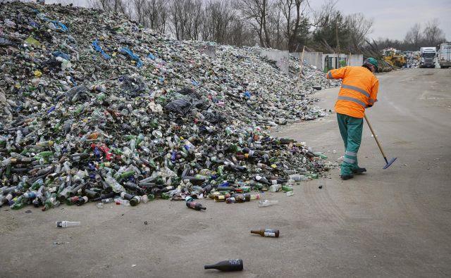 V Sloveniji je za učinkovito ravnanje z odpadno embalažo treba spremeniti zakon o varstvu okolja in uredbo o ravnanju z embalažo in odpadno embalažo. FOTO: Jože Suhadolnik/Delo