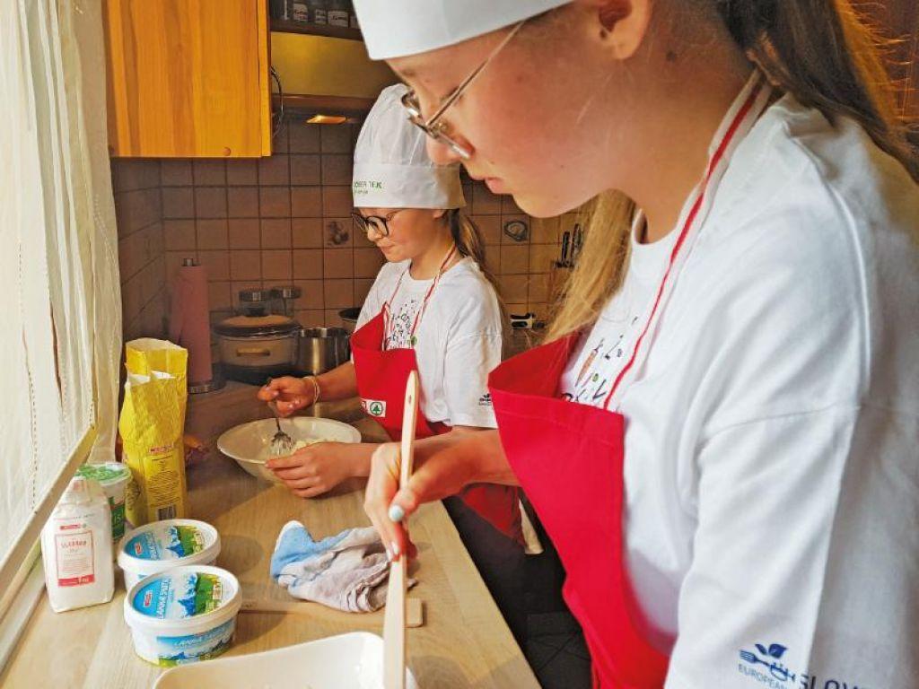 Če želite, da otroci razvijejo te 4 veščine, jih vključite v kuhanje
