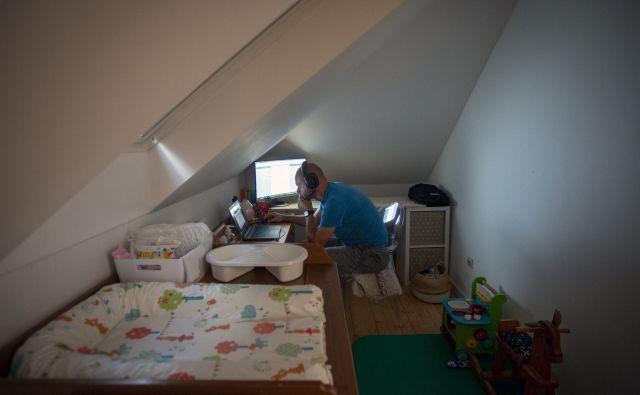 Delo od doma v času korona krize. FOTO: Matej Družnik/Delo