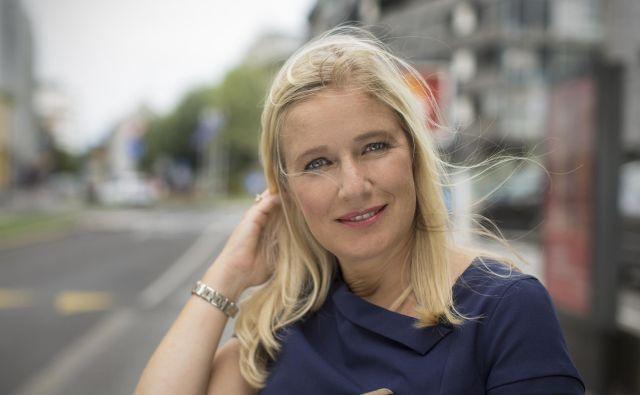Odgovorna urednica informativnega programa Televizije Slovenije Manica Janežič Ambrožič je eden najbolj prepoznavnih televizijskih obrazov pri nas, saj je 20 let vodila osrednjo večerno informacijsko oddajo nacionalke Dnevnik. FOTO: Jure Eržen