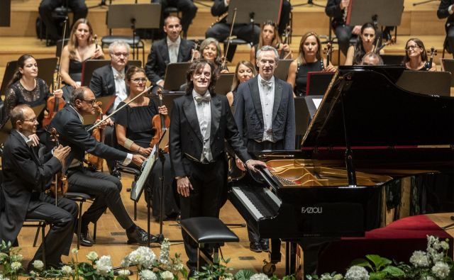 Cankarjev dom so glasbeniki Filharmoničnega orkestra milanske Scale navdušili z izbranim programom in vrhunsko izvedbo. FOTO: Voranc Vogel/Delo<br />