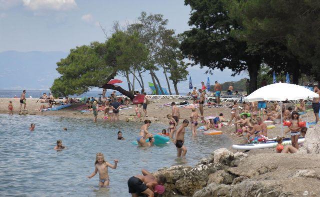 Dopustovanje na Hrvaškem otoku Krk v času koronavirusa. FOTO: Leon Vidic/Delo
