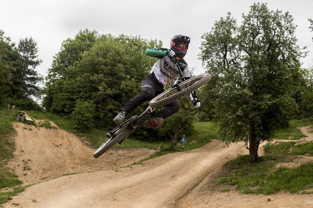 FOTO:Leteči kolesarji na grbinah in vzpetinah