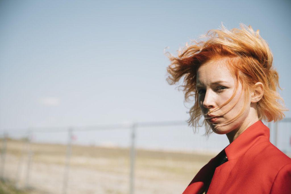 Mira Lu Kovacs - Izvrstna vokalistka z lucidno kitarsko spremljavo