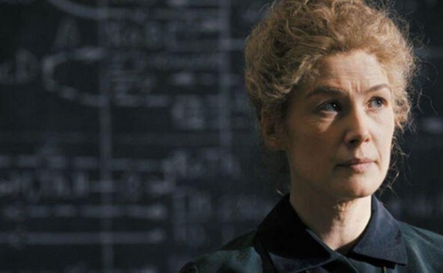 V filmu navduši odlična Rosamund Pike. Foto promocijsko gradivo