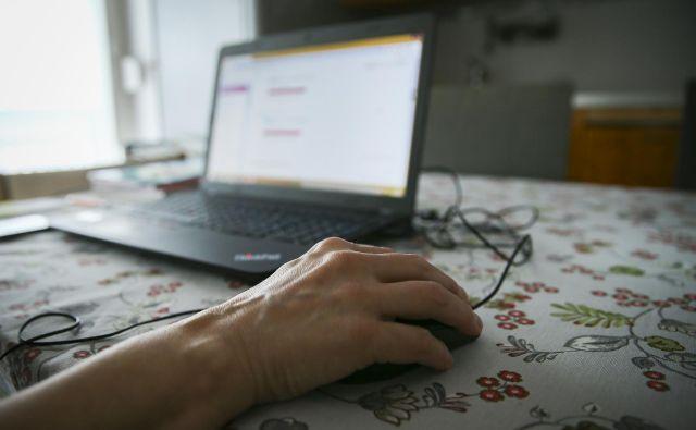 »Mnogi ne dobijo odgovora na elektronsko pošto ali le samodejni odgovor računalnika. Na najslabšem so starejši, « je opozorila Kristina Modic, predsednica Združenja organizacij bolnikov z rakom Onko net. Foto Jože Suhadolnik/Delo