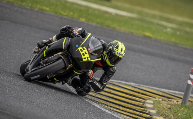Nejc Dežman se je po obeh letošnjih dirkah za državno prvenstvo v razredu superbike zavihtel na zmagovalni oder. FOTO: Klemen Sofrič