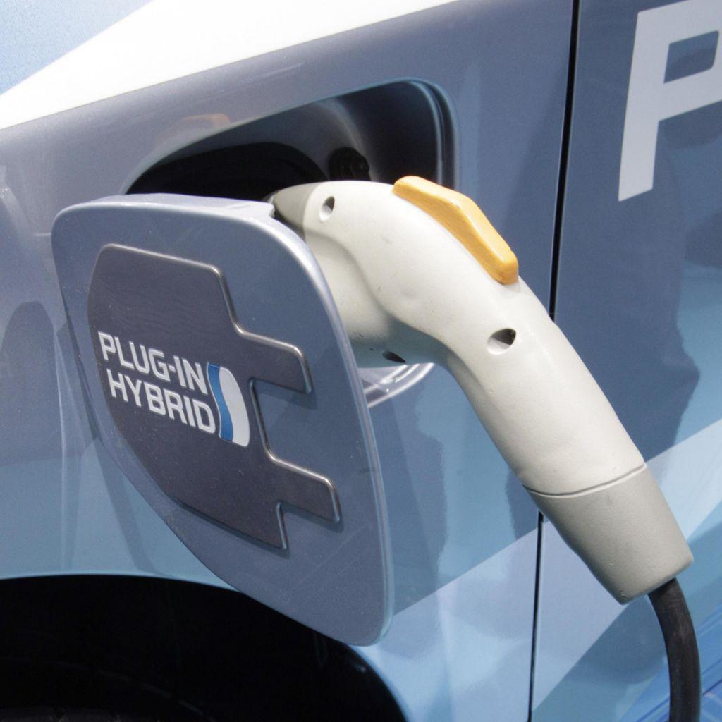 Nujna ljubezen bencina in elektrike