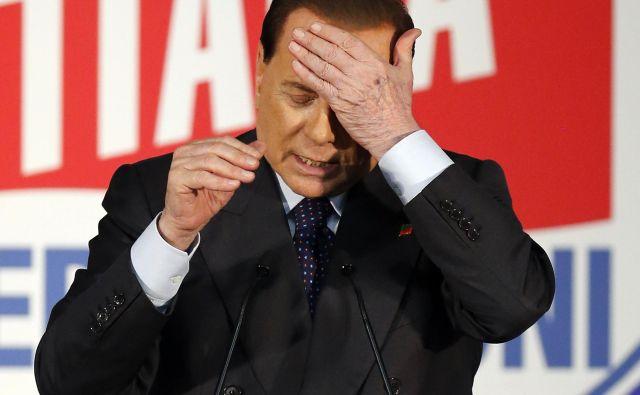 Berlusconi je bil pozitiven na testiranju za koronavirus kmalu za tem, ko se je vrnil z dopusta na Sardiniji. FOTO: Alessandro Garofalo/Reuters