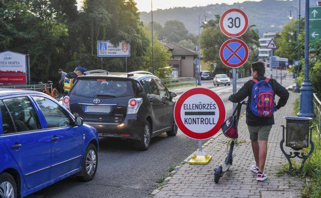 Madžarska je tarča kritik Bruslja, ker da je na mejah vpeljala diskriminatorni režim. FOTO: AFP