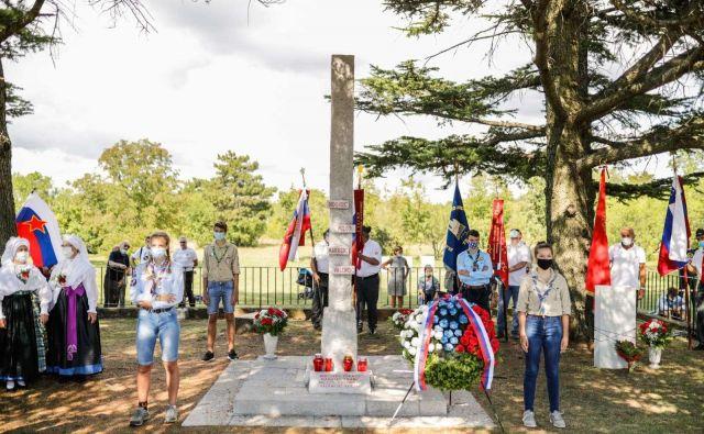 Na častni straži pred spomenikom so bili skavti in taborniki.<br /> Foto Stanko Gruden/STA