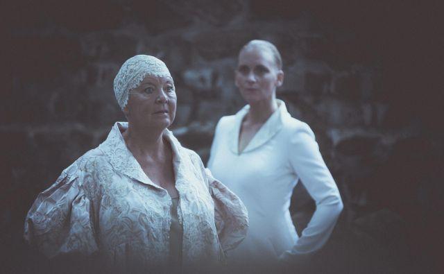 Katja Konvalinka in Susan Bickley sta bili prepričljivi tudi kot igralki. FOTO: Darja Stravs Tisu