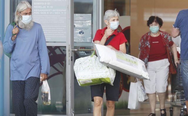V petek so v Sloveniji potrdili eno smrtno žrtev med okuženimi s koronavirusom. FOTO: Leon Vidic/Delo