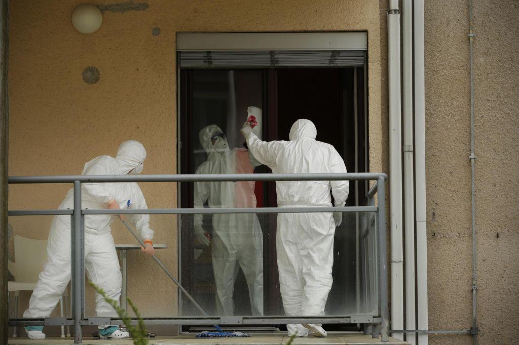 FOTO:V soboto potrdili 43 novih okužb, Krek svari zaradi stanja v Grčiji