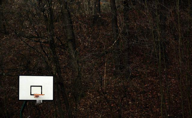 <em>Verjemi v svoj koš</em> je bil slogan, ki je pritegnil in do danes postal sinonim za rekreativno košarko, po domače basket, na zunanjih pretežno asfaltnih igriščih. FOTO: Roman Šipić
