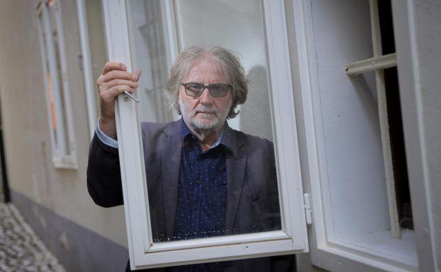 Avtor v fokusu je »umetniški poliglot« Vinko Möderndorfer. Foto Jože Suhadolnik